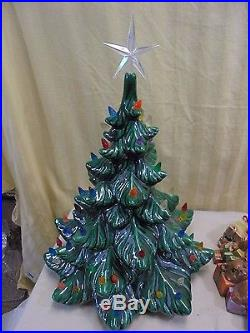 1977 VTG Hand Painted Ceramic Presents Under Lighted Christmas Tree Music Box
