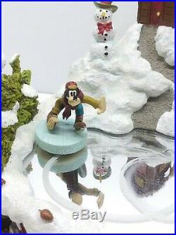 1997 Mickey & Minnie Tree Farm Musical Skating Rink Holiday Christmas Vtg Rare
