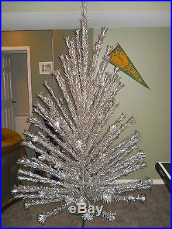 8 FT Tall VINTAGE Aluminum Christmas Tree, Evergleam, 121 Branches & stand
