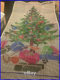 ALL WOOL YARN Vintage CHRISTMAS TREE GIFTS Shillcraft Latch Hook KIT Rug