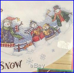 Dimensions cross stitch tree skirt Let it Snow Carolers 8618 Christmas vintage
