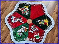 Disney Park Mickey Mouse And Friends Christmas Tree Skirt Large Rare Vintage