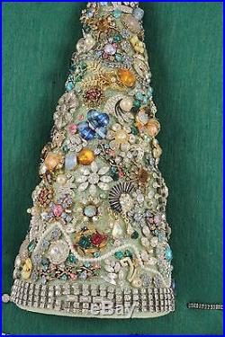 Lovely Vintage Rhinestone Jewelry Christmas Tree Framed Art 20 x 15