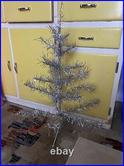 VINTAGE 1960's SKINNY SILVER SMALL TINSEL WIRE FRAMED CHRISTMAS TREE