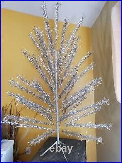 VINTAGE 1960's SPLENDOR ALUMINUM CHRISTMAS TREE 6 1/2 FT