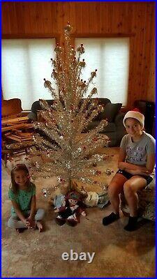 VINTAGE 6 FT SPARKLER ALUMINUM POM POM CHRISTMAS TREE J-670 70 Branches