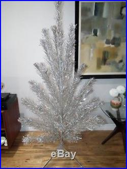VINTAGE 60s 6 FT SILVER ALUMINUM TINSEL CHRISTMAS TREE 56 BRANCHES