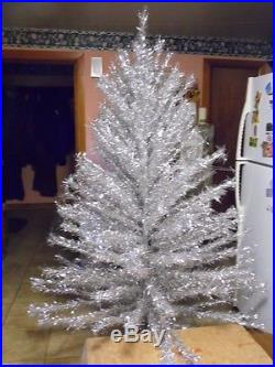 VINTAGE CHRISTMAS TAPER 7 FOOT SILVER ALUMINIUM TREE with 201 BRANCHES IOB
