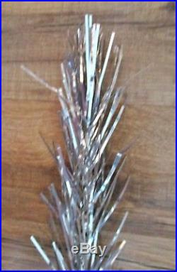 VINTAGE SILVER GLOW 6' ALUMINUM CHRISTMAS TREE with57 BRANCHES & METAL TREE STAND