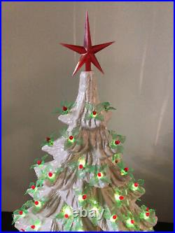 VTG NOWELLS 22 WHITE 2pc LIGHTED CERAMIC MOLD TREE 125 HOLLY BERRY PEG BULBS