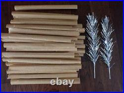 Very Nice Vintage Aluminum Christmas Tree 4 Ft with Original Box 40 Branches