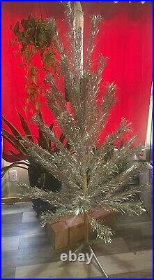 Vintage Aluminum Christmas Tree withoriginal box 6 ft 43 branches Tripod stand