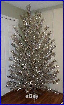 Vintage EVERGLEAM 8 ft 122 branches stainless aluminum Christmas tree FREE SHIP