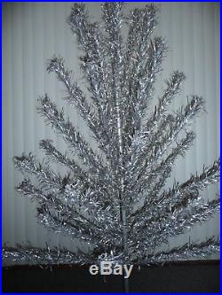 Vtg 6 Foot Consolidated Novelty Co. Aluminum Christmas Tree 43 Branches Withbox